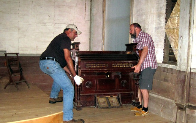 Placing the organ inside the church
